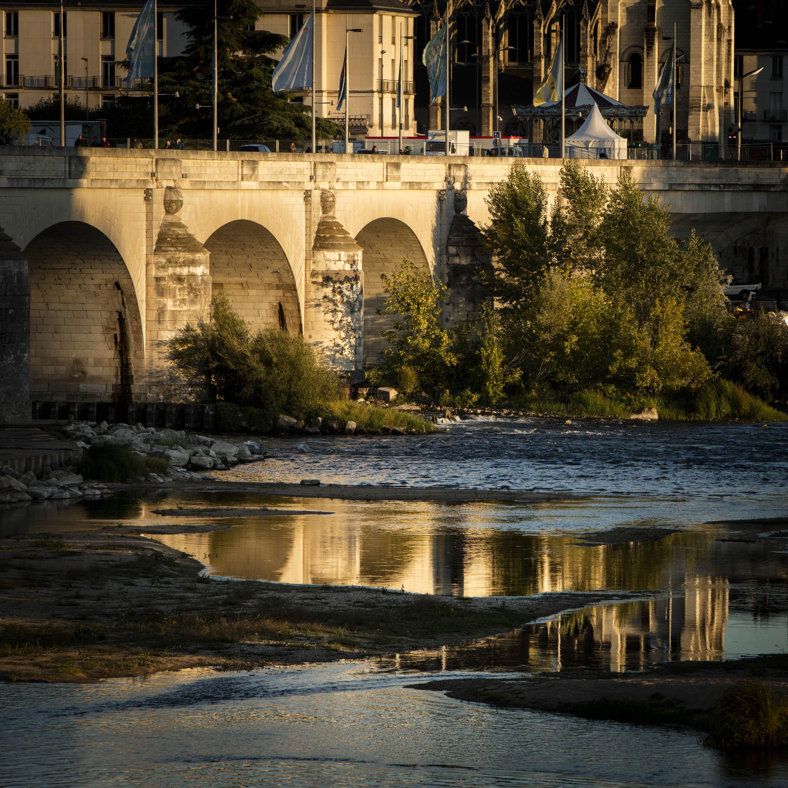 Bords de Loire, reflets du pont Wilson - Septembre 2017